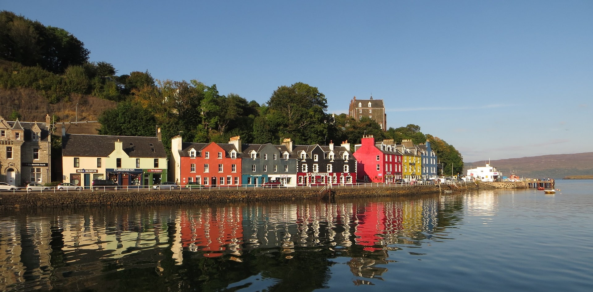 Private tour to Edinburgh, Brodick, Tobermory, Fort William, Glasgow in Scotland
