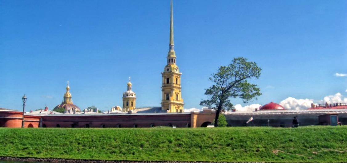 Full Day Guided St Petersburg Sightseeing Tour
