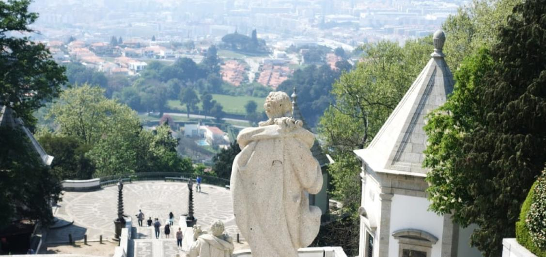 Full Day Trip to Braga and Guimaraes with Guide and Private Transport