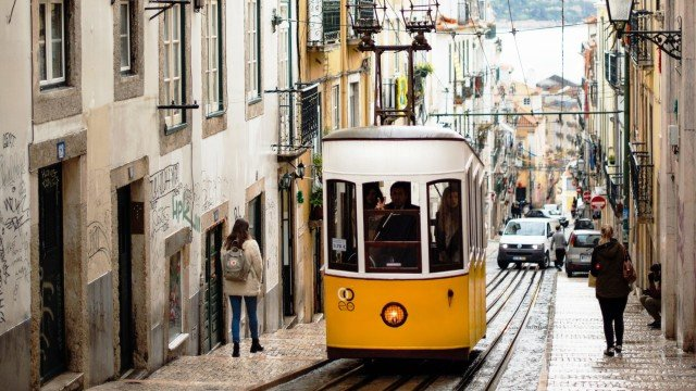 Best of Portugal from Lisbon to Porto & Douro Valley Small group tour