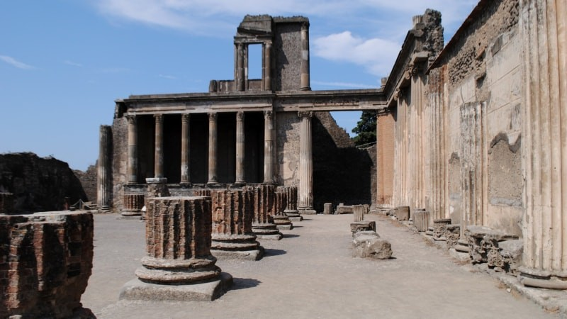 Day Tour to Pompeii and Naples with Private Guide and Driver