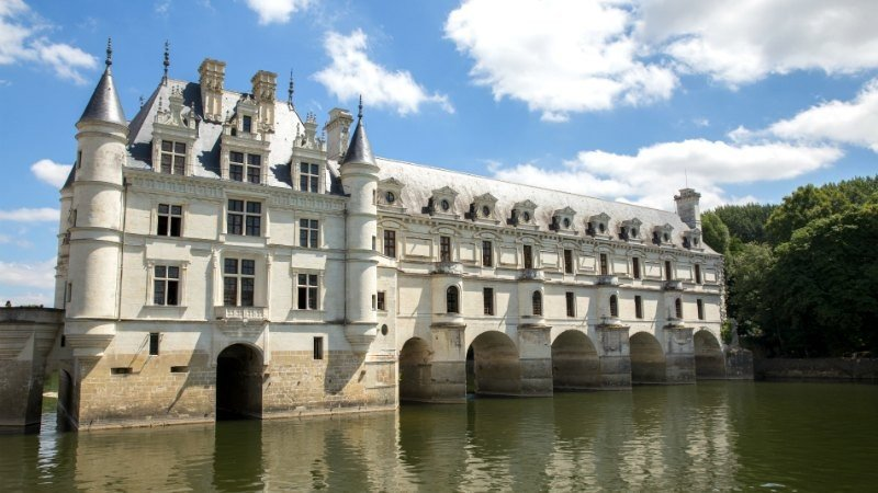 8-hour Chateux of the Loire Valley Tour with Visits to Chenonceau and Chambord