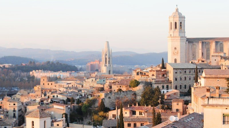 Full Day Dali Museum and Girona Tour with Private Transport