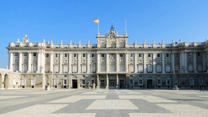 Madrid of the Bourbons Walking Tour with Entrance to the Prado Museum