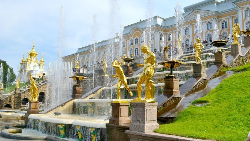 Full Day Trip to Peterhof with Entrances to the Lower Park and Bath Cottage