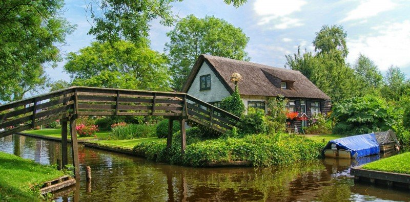 Full-day Tour to Giethoorn with Boat Cruise